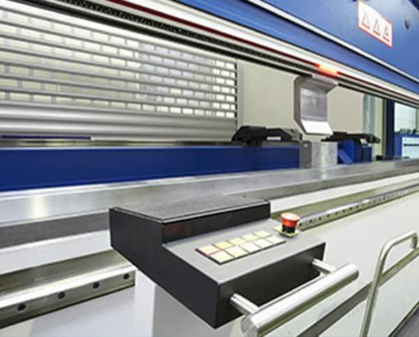 Maschine für Umformung mit Schaltknöpfen