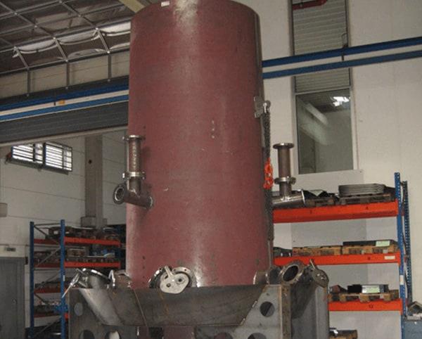 Hülsmann Blech Sonderanfertigung für den Maschinen- und Anlagenbau, rotes Rohr