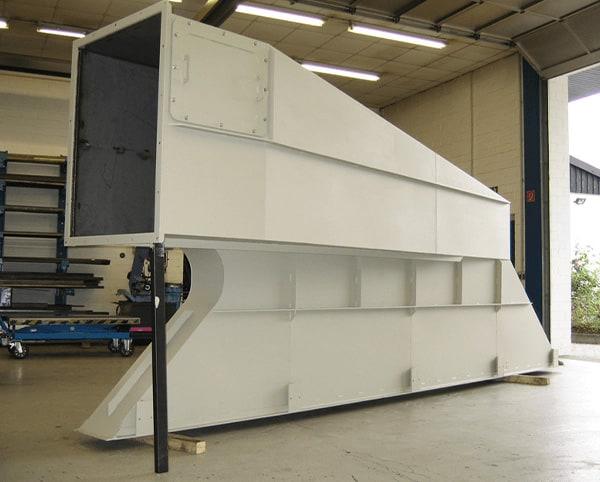 Hülsmann Blech Sonderanfertigung für den Maschinen- und Anlagenbau, weißes Absaugrohr