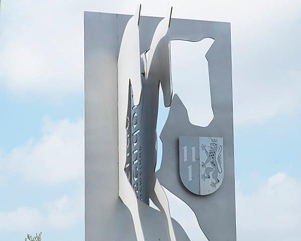 Pferdeskulptur aus Edelstahl